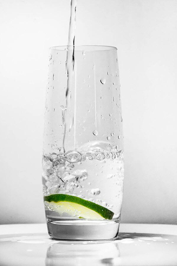 glass-water-lemon-min
