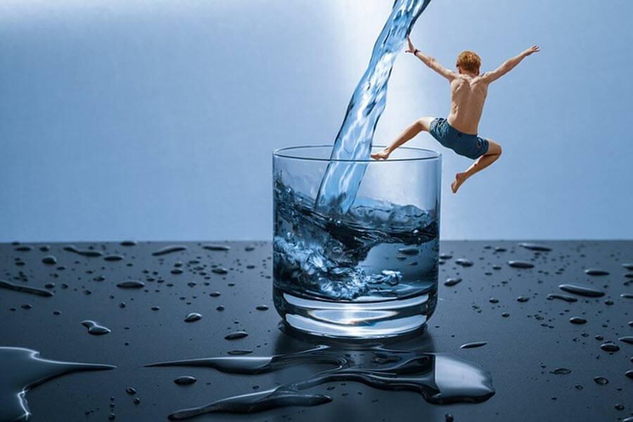 water-child-jump-min