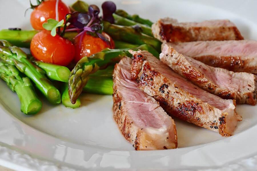 asparagus-steak-min